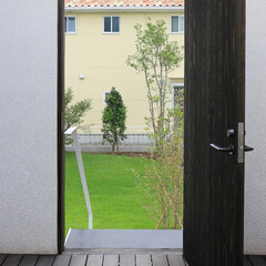 建築/住まい/建築デザイン/シンプル住宅/注文住宅 玄関度はは実は門です OUCHI-27