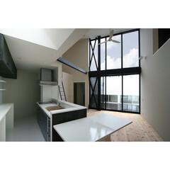 建築/住まい/建築デザイン/注文住宅/シンプル住宅/中庭 キッチンから中庭を見ます 山梨の家