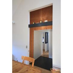 建築/住まい/建築デザイン/注文住宅/シンプル住宅 増築後の大窓 増築棟との間の廊下になりま…(1枚目)