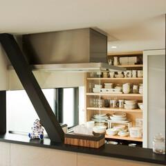 建築/住まい/シンプル住宅/ハコノオウチ/狭小住宅/建築デザイン キッチンパントリー 背面は半透明の引き戸…