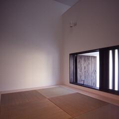 建築/住まい/建築デザイン/注文住宅/シンプル住宅 小和室  開いているのは玄関ドアの上扉