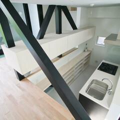 建築/住まい/建築デザイン/シンプル住宅/注文住宅/スキップフロア リビングから半層下がったダイニングキッチ…