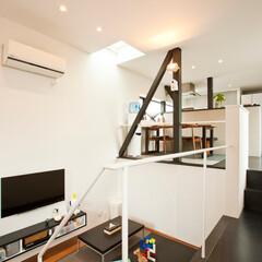 建築/住まい/建築デザイン/シンプル住宅/ハコノオウチ/狭小住宅/... リビングとダイイングはスキップフロア形式…