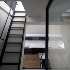 建築/住まい/建築家と建てた家/建築家と建てる家/二世帯住宅/OUCHI-01 斜め壁の中から子世帯リビングダイニングを…