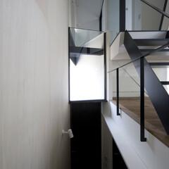 建築/住まい/建築家と建てる家/建築家と建てた家/二世帯住宅/OUCHI-01 2階子世帯から玄関を見る