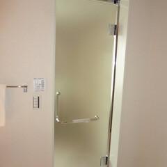 リノベーション/マンション/風呂/ドア リノベーションで風呂のドアをガラス戸に交…