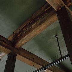 戸建て/リノベーション 築古戸建ての梁も活かしてリノベーション