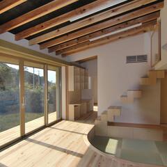 縁側/陽射し/内と外のつながり 『心地良い空間を作り出す本住宅で、もう1…