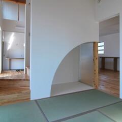 和室/床の間/客間/階段 4.5畳の狭い和室ですが、階段裏を利用し…