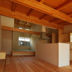 天井/構造体/木の香り/小屋裏/吹抜け/開放的 屋根断熱により、構造体現しの高い小屋裏天…