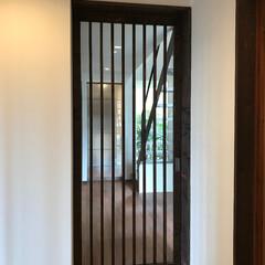 建築家と建てる家/新築戸建て/住まい/玄関/階段/坪庭/... 「坂道の家」川和の住まい 玄関ホールから…