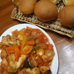 簡単料理/野菜たっぷり/リメイク料理/手作りパン/ラタトゥイユ/暮らし/... 外出自粛で時間が有るので全て手作り。 テ…