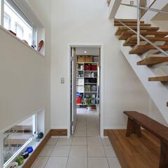 湘南スタイル/米杉/レッドシダー/無垢材/玄関土間/注文住宅/... 玄関土間のあるお家
