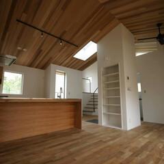 湘南スタイル/逗子/米杉/レッドシダー/無垢材/無垢床材/... LDKの天井を米杉(レッドシダー)に仕上…