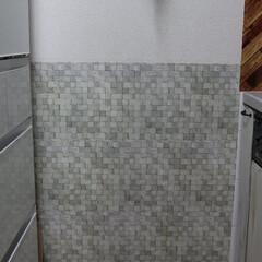 キッチン壁紙/ダイソー/タイル柄/リメイクシート/簡単DIY/キッチン わが家二代目のキッチン壁紙DIY♪ダイソ…