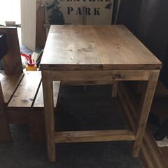 机をDIY チビ椅子にピッタリサイズの机をDIY☆☆