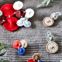 ブローチ/ピアス/フェイクグリーン/ハンドメイド/糸ボタン/チェコの糸ボタン チェコの糸ボタンを組み合わせて ブローチ…(1枚目)