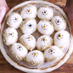 暮らしを楽しむ/子供が喜ぶごはん/お米/手作りごはん/朝ごはん/顔おにぎり/... ニコニコおむすびめしあがれ!  冷蔵庫に…
