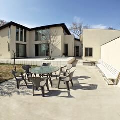 中庭/コートハウス/タイルデッキ/ガーデンテーブル/ガーデンベンチ/ガーデンチェア/... 中庭のテラスです。