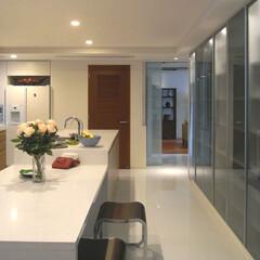 キッチン/豪邸/グッドデザイン/建築家/建築家とつくる家づくり/オリジナルキッチン HIROO FLAT 大理石のキッチンカ…