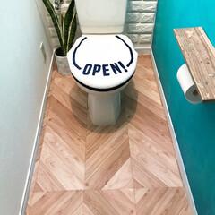 貼ってはがせるフロアシート/トイレDIY/トイレ/インテリア/DIY/住まい 貼ってはがせるシートを使ってトイレの床を…(1枚目)