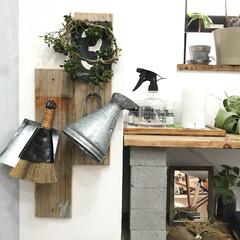 見せる収納/古材/グリーン/DIY/雑貨/100均/... 古材を壁に固定してから100均でかったL…
