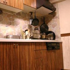 キッチンリフォーム/壁紙/リメイクシート/壁紙でリメイク キッチンリフォームを始めて2ヶ月。 まだ…
