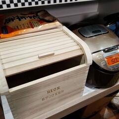 キッチン/ricestock/ふたの開け閉めなめらか/木製/米びつ/キッチン雑貨/... この米びつにしてからはなめらかにふたの開…
