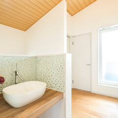 ベッセル/モザイクタイル/勾配天井/羽目板/造作カウンター/造作洗面化粧台 2階の踊り場に造作の洗面台を設置しました…