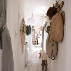 リゾートインテリア/夏の光/夏の日 寝室から玄関に続く廊下の眺めが好き。廊下…