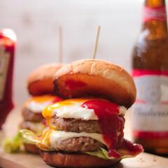 おうちカフェ/ハンバーガー/カッティングボード/グルメ/フード/おうちごはん 手作りハンバーガー♪ ファストフードのハ…
