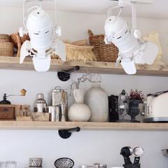 キッチン収納/棚/収納/グラス/食器/キッチン キッチンの収納には、足場板を用いた棚にし…