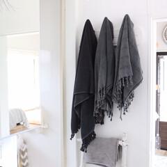 魅せる収納/見せる収納/収納/お風呂/浴室・風呂/ホワイトインテリア/... ホワイトインテリアのアクセントに黒を取り…
