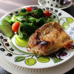 チキン/ランチ/カフェ風メニュー/洋食/ジューシー/こんがりグルメ ランチに作ったチキンのグリル。 味付けは…