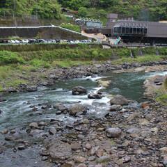 温泉/熊本県/小国町/杖立温泉 熊本県の杖立温泉です。 川沿いに温泉が並…
