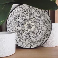 曼荼羅/飾り皿/ペイント/リメイク/100均/モロッコ風/... 100均のお皿にペイントして、曼荼羅ベー…