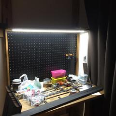 ワークデスク/有孔ボード/DIY/ディアウォール/インテリア/収納/... 有孔ボード壁のワークデスク 折畳み式収納…