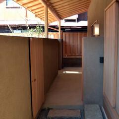 茶事空間/アプローチ/数奇屋/和風/丸太 茶事空間の玄関アプローチ