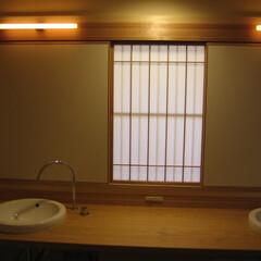 和風/洗面/障子 大蔵海岸の家 洗面の明り取りに障子を設け…(1枚目)