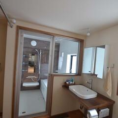 一体的に考える/洗面/開放的 700坪の敷地に平屋建ての小野の家 浴室…