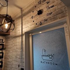 洗面所/ランドリー/脱衣所/ウォールステッカー/ウオールクロック/住まい/... 脱衣場に時計とステッカー追加