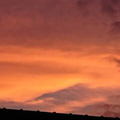 夕焼け 家から見える夕焼け、雨が降り空がキレイに…