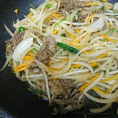 プルコギ/牛肉/夕食 今夜は🐮牛肉のプルコギ 牛肉を焼肉のタレ…