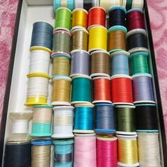 空き箱/菓子箱/カラフル/糸/ミシン/裁縫/... カラフルな糸たち(^w^)♪ 今までの衣…