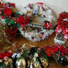 夜な夜な/飾り付け/プリザ/クリスマス 🎄クリスマス飾り 配置やっと出来ました^…(2枚目)