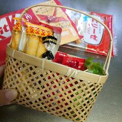 冷蔵庫の中/籠/竹細工/お菓子/チョコレート わが家の冷蔵庫の上段にいつも有るお菓子た…(2枚目)