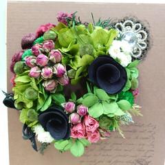 教室/プリザーブトフラワー/プリザ/イチゴ 今月のプリザ教室での作品です 黒い花(ウ…