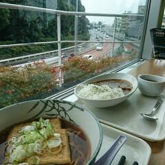 SA/眺め/カレーライス/きつねそば 今日のお昼ご飯の場所は眺めが良かった🎶 …