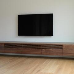 ウォールナット/テレビボード/ルーバー/格子 扉やルーバーには、ウォールナットの無垢材…