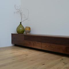 ウォールナット/ルーバー/テレビボード オリジナルのルーバーテレビボード。 扉に…